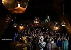 Hora do bouquet  http://ift.tt/1O9LVe0  #weddingphotography #weddingphotographer #casamento #bride #canon #clauamorim #claudiaamorim  #photooftheday #vestidodenoiva #fotodecasamento #fotografodecasamento #love #vestidadebranco  #noivinhasdegoiania #casar #voucasar #noivas #noivasdobrasil #noivas2016 #inspirationphotographers #fineartassociation #fineartphotographers #noivas2017 #brideassociation