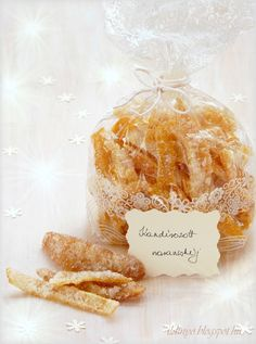 Hozzávalók: egy csipetnyi szeretet: Kandírozott narancshéj, gyömbér és sárgarépa Christmas Presents, Christmas Cookies, Hungarian Recipes, Christmas Inspiration, Good Food, Food And Drink, Sweets, Healthy Recipes, Cheese