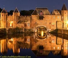 """Koppelpoort, Amersfoort, province of Utrecht, Netherlands....    www.castlesandmanorhouses.com    ....     The Koppelpoort is a medieval gate built around 1425. It combines land- and water-gates, and is part of the second city wall constructed between 1380 and 1450. The gate was opened every morning and closed every night by the appointed raddraaiers, """"wheel-turners"""". A minimum of twelve wheel-turners were press-ganged to operate giant hamster-wheels. Palace Interior, The Second City, Medieval Castle, Holland, Places To Visit, Manor Houses, Palaces, Kale, Dutch"""