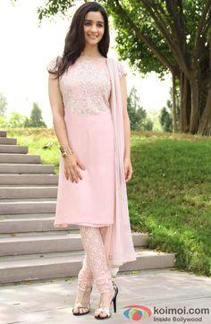 Alia Bhatt Looks Pretty In Pink