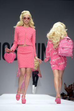 As Barbies literais de Jeremy Scott na Moschino (Foto: Getty Images)