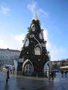 Новогодняя ель на Кафедральной площади в Вильнюсе