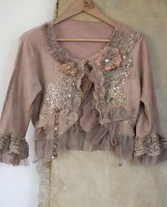 little baroque jacket romantic textile art jacket Fashion Sewing, Boho Fashion, Vetement Hippie Chic, Bohemian Style, Boho Chic, Boho Outfits, Fashion Outfits, Altered Couture, Recycled Fashion