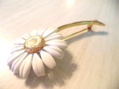 Daisy Pin White Enamel Brooch Gold Coloured Center and Stem Retro Jewelry - pinned by pin4etsy.com
