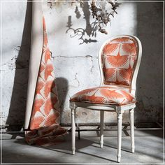 Glorious (guell-lamadrid.com): is a pattern of herons designed by the American television host and interior designer Genevieve Gorder #collection2017 #linen #genevievegorder #interiordesigner #home #homedesign #homedecor #decor #decoration #homesweethome #interior #interiordesign #textiles #textildesign #textilefever #fabric #pattern #texture