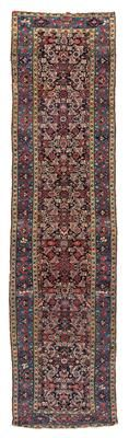 Ferahan gallery,  West Persia (Iran), c. 410 x 106 cm, end of the 19th century   I Dorotheum