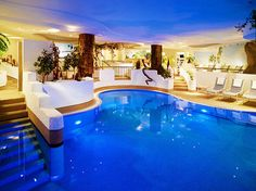 blue pool inside the house. WOW JUST AMAZING! I dont know if I could live in a house like that but going on vacation to one. Luxury Swimming Pools, Luxury Pools, Dream Pools, Indoor Pools, Future House, Ideas De Piscina, Hotels, Beautiful Pools, Dream Homes