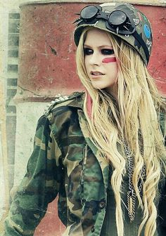 Avril Lavigne and little black star Bild