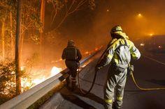 Las llamas se ceban en Galicia con zonas pobladas semiurbanas como en 2006