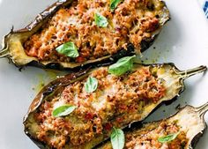 Bolognese-stuffed eggplants - low fat and low carb dinner for the cooler months . Banting Recipes, Low Carb Recipes, Cooking Recipes, Healthy Recipes, Healthy Food, Radish Recipes, Pescatarian Recipes, Healthy Dinners, Paleo