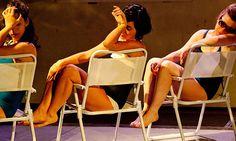 O Coletivo Teatro Dodecafônico coloca em cena flagrantes de situações familiares (Foto: Caca Bernardes / Divulgação)