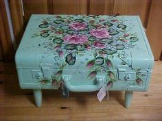 This decoupage technique is fast and easy and makes a great first time decoupage project. But it's also a great technique for the more experienced decoupage Vintage Suitcase Table, Suitcase Decor, Vintage Suitcases, Vintage Luggage, Shabby Chic Crafts, Shabby Chic Decor, Manualidades Shabby Chic, Painted Suitcase, Decoupage Suitcase
