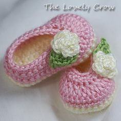Baby Ballet Slippers Crochet Pattern for Baby Rosey Ballet Diy Crafts Crochet, Yarn Crafts, Crochet Projects, Crochet Baby Clothes, Crochet Baby Shoes, Booties Crochet, Crochet Slippers, Baby Booties, Kids Clothes Patterns