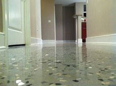 Residetial condo epoxy with light broadcasting of quartz chips