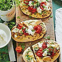 Pizzafladen mit Kerbel-Schmand und Tomaten