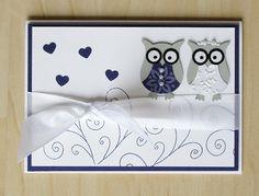 Hochzeitskarte mit niedlichen Eulen, Herzen, Schleifen, Herzen und Swirls  Wedding card with owl and hearts