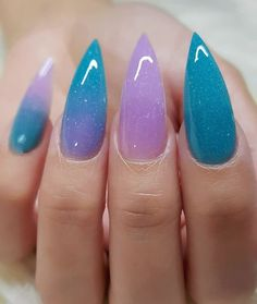 The Stiletto Nail Art Designs are very beautiful. They seem to be slender, but they are definitely not the best ones in manicure. So if we want to make Stiletto Nails, we must see if our nails are suitable for making Stiletto nails. Solid Color Nails, Nail Colors, Crome Nails, Holographic Nails, Gradient Nails, Matte Nails, Ombre Nail, Galaxy Nails, Oval Nails