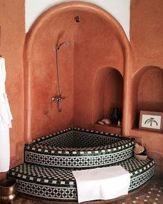 Zelij' bathtub @ riadjardinsecret #Marrakech
