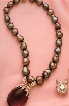 Fulco di Verdura, black baroque pearl necklace, pendant amethyst and Siberian brillanti, 20th cent, private coll.