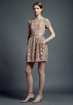 Invitadas a la boda // Wedding guest  Valentino son deleita con una colección  para el 2013 llena de detalles preciosos :)  #valentino #vestidos