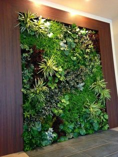 5 All Time Best Cool Ideas: Artificial Flowers For Hair artificial grass rocks.Artificial Flowers For Hair artificial plants outdoor succulents.Artificial Flowers Decorating With. Jardin Vertical Artificial, Artificial Green Wall, Artificial Plants, Indoor Plant Wall, Indoor Garden, Indoor Plants, Outdoor Gardens, Vertical Plant Wall, Indoor Succulents