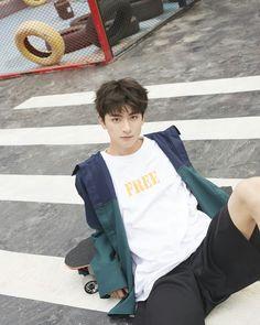 Cute White Boys, Cute Boys, Asian Boys, Asian Men, Beautiful Boys, Pretty Boys, Li Hong Yi, Song Wei Long, Chinese Boy