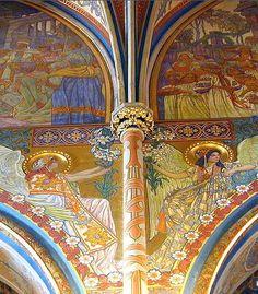 La décoration intérieure de style Sécession de l'église St Pierre et St Paul, la colline de Vyšehrad #Prague #Tchequie #ArtNouveau #Czechia