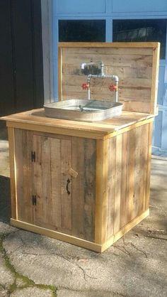 Another Pallet Wood Washtub Sink.