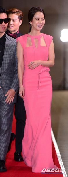 Song Ji Hyo- I love her dress its really simple