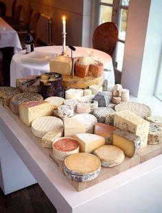 Ostebord med bl.a. Unika oste på Restaurant Karoline Amalie. Læs om det hos Mira Arkin