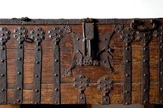 Beschlagene Truhe, um 1480 Lippstadt Lippisches Landesmuseum