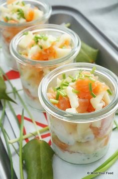 Amuse in a glass with salmon and apple - Mind Your Feed for parties Amus . Easy Salad Recipes, Appetizer Recipes, Apple Sour Cream Cake, Ensalada Thai, Chicken Caesar Pasta Salad, Vegan Potato Salads, Brunch, Avocado, Side Dishes For Bbq