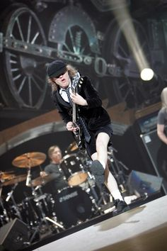 OMFG! I was at the Black Ice Tour Front Row RIGHT next to the runway! Best experience ever!!!!! AC/DC will be the best forevermore!