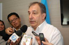 """Cretini destacó """"el protagonismo de las empresas públicas como parte de la industria"""" http://www.ambitosur.com.ar/cretini-destaco-el-protagonismo-de-las-empresas-publicas-como-parte-de-la-industria/ Luego de que los gobernadores firmaran este martes por la noche el acuerdo sobre el proyecto de Ley Nacional de Hidrocarburos, el presidente de Petrominera Chubut SE, Oscar Cretini, puso en valor """"el rol preponderante del Gobernador Martín Buzzi en la búsqueda permanente"""