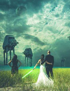 La princesse Leia épouse Han SoloAvec ce mariage Star Wars, la série culte de George Lucas, la princesse Leia et Han Solo s'unissent. Des stormtroopers sont recrutés pour escorter les mariés. Des sabres laser pourront épater la galerie à l'ouverture du bal. On ne lésine pas sur les effets spéciaux au moment d'éditer la photo !