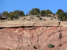 W-USA: This unconformity (a buried erosional feature) formed when folded rocks of the lower formation (Entrada) had been eroded to a relatively flat surface before the sandy basal conglomerate of the Morrison formation were deposited on and buried this erosion surface