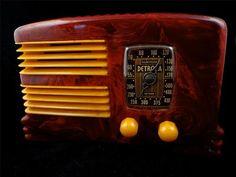 VINTAGE '40s 274 SPLIT-GRILLE DETROLA BAKELITE RADIO  MID-CENTURY DECCO RESTORED