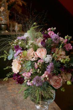 jardin nostalgique(ジャルダンノスタルジック) Silk Floral Arrangements, Beautiful Flower Arrangements, Floral Centerpieces, Little Flowers, Fresh Flowers, Beautiful Flowers, Birthday Wishes Flowers, Valentines Flowers, Arte Floral