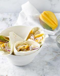 Een heerlijk snelle en lichte lunch, deze wraps met kip en mango.
