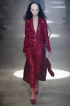 Rick Owens Fall 2019 Fashion Show . Designer ready-to-wear looks from Fall 2019 runway shows from Paris Fashion Week Fashion Week, Daily Fashion, Runway Fashion, Fashion Fall, Street Fashion, High Fashion, Vogue Paris, Vanity Fair, Rick Owens Women