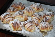 Freshly baked croissants: tastier than those in the bar! Italian Pastries, Sweet Pastries, Sweet Recipes, Cake Recipes, Dessert Recipes, Food C, No Bake Desserts, Food Photo, Italian Recipes