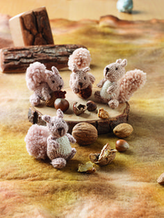 Ravelry: Squirrels pattern by Sachiyo Ishii Cute Squirrel, Squirrels, Knitting Yarn, Knitting Patterns, Pretty And Cute, Crochet Animals, Needle Felting, Projects To Try, Scrap