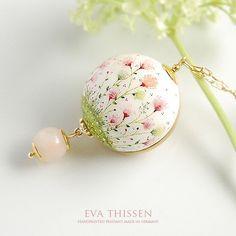 Bead by Eva Thissen