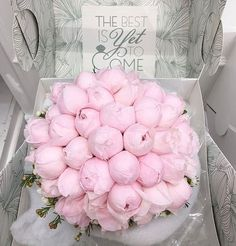 Uploaded by Diamondz. Luxury Flowers, Fresh Flowers, Pink Flowers, Beautiful Flowers, Flower Box Gift, Flower Boxes, My Flower, Beautiful Flower Arrangements, Floral Arrangements