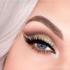 17 Stunning eye makeup ideas for blue eyes Gold Cut Crease, Eye Makeup Cut Crease, Eyeliner, Cut Crease Tutorial, Smokey Eye Tutorial, Glitter Eyebrows, Glitter Eyeshadow, Eyeshadow Palette, Glitter Makeup