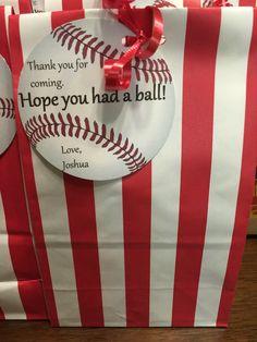 Goodie bags for baseball theme birthday party - Modernes Birthday Party Goodie Bags, 5th Birthday Party Ideas, 10th Birthday Parties, Birthday Brunch, Brunch Party, Ideas Party, 2nd Birthday, Baseball Theme Birthday, Sports Birthday