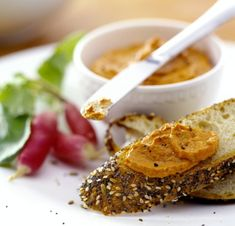 Pomazánka z pečených paprik Foto: Winter Food, Food Inspiration, Pesto, Risotto, French Toast, Salsa, Beef, Fresh, Breakfast