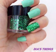 Dia's things: NOTD: Mint and glitter!
