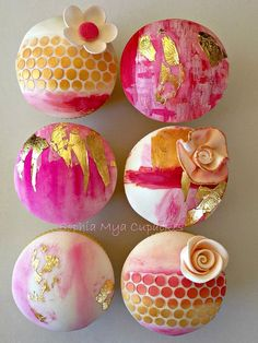 Gold leaf abstract cupcakes featuring edible gold leaf, watercolor and fondant flowers. | by Sophia Mya Cupcakes