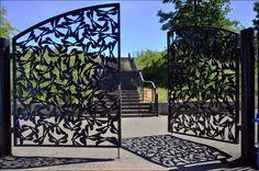 Tor Design, Gate Design, Trellis Fence, Custom Metal Art, Laser Cut Steel, Metal Art Projects, Main Gate, Wrought Iron Gates, Door Gate